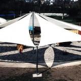 berdachter-Sandkasten-mit-Sonnensegel